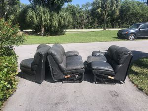 Free 3 piece sectional couch for Sale in Sanibel, FL