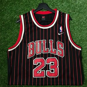 Early 2000s Nike Chicago Bulls Jordan Jersey for Sale in Kent, WA