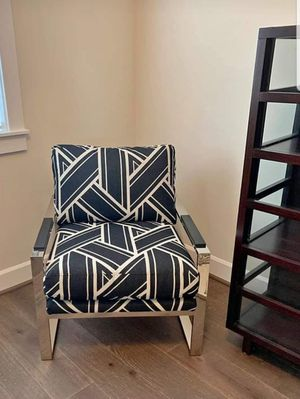 Super Comfy Chair - LIKE NEW for Sale in Olympia, WA