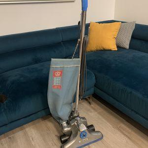 Vintage Royal Vacuum Model 886 for Sale in Los Angeles, CA