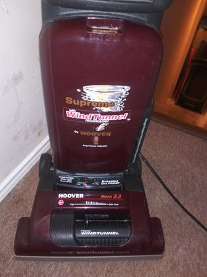 Hoover vacuum WindTunnel  (Carpet is clean when light turns Green) for Sale in Garland, TX