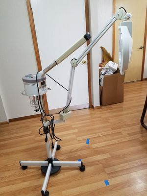 Facial steamer..mirror ligths. for Sale in Salem, OR