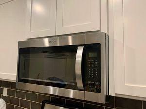Whirlpool Microwave $200 for Sale in Bakersfield, CA
