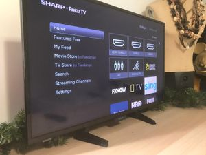 32 inch sharp roku smart tv in used conditioned for Sale in Inglewood, CA
