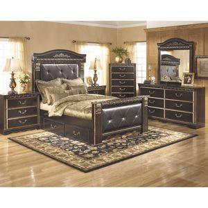 Signature Dresser & Mirror for Sale in Dearborn, MI
