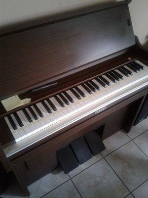 $200 organo pequeño for Sale in Las Vegas, NV