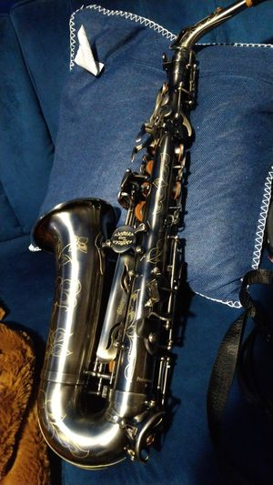 Bronze Alto sax with case for Sale in Mount Vernon, NY