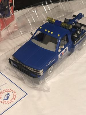 Mobil Vintage 1995 Collectible Toy Tow Truck for Sale in Allen Park, MI
