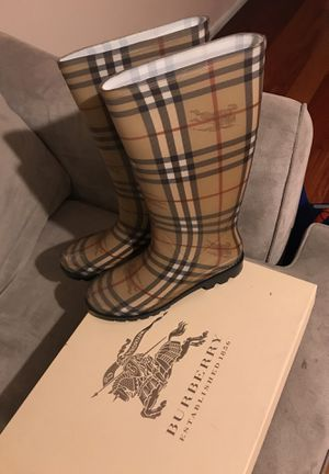 Burberry rain boots Size 9 for Sale in Los Angeles, CA
