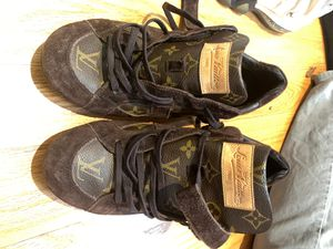LOUIS VUITTON USED SHOES SIZE 10 for Sale in Beverly, MA