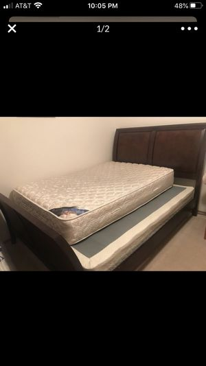 Queen bedframe with base (full mattress not included) for Sale in Puyallup, WA