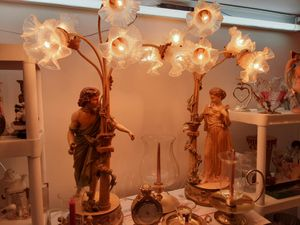GORGEOUS LOOKING VINTAGE LAMPS THESE are Heavy 6 LIGHTS On Each LAMP for Sale in Arnold, MO