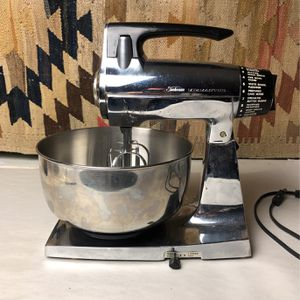 Vintage Chrome Sunbeam Mixmaster Mixer - needs replacement beaters for Sale in Mount Baldy, CA