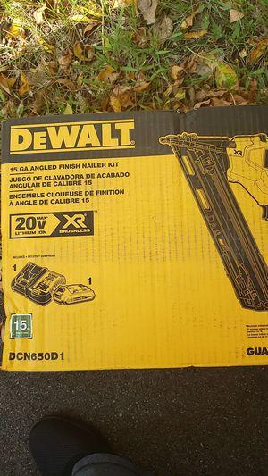DEWALT 15 GA ANGLED FINISH NAILER KIT for Sale in Burnsville, MN