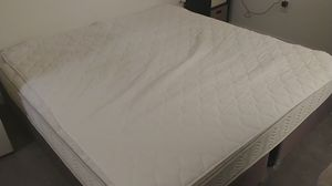 King size bed for Sale in Los Angeles, CA