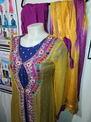 Beautiful Pakistani Georgette Wedding dress for Party Medium Size for Sale in Dundalk, MD