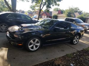2011 Ford mustang v6 110k miles for Sale in Arlington, TX