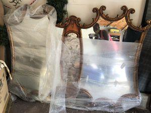 ACCENT WALL MIRROR for Sale in Bolingbrook, IL