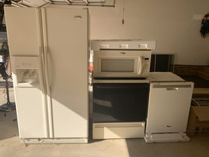 Kitchen appliance set whirlpool for Sale in Charlotte, NC