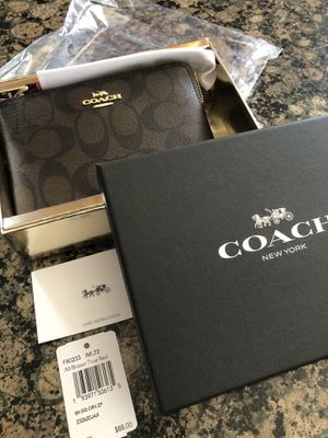 COACH WRISTLET **BRAND NEW WITH TAGS AND GIFT BOX for Sale in Rocky River, OH