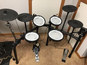 Roland TD-1DMK Dual-Mesh Kit Entry-Level V-Drums Set for Sale in New Britain, CT