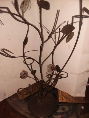 """25"" METAL VINE VOTIVE CANDLE HOLDER for Sale in Wilmington, DE"