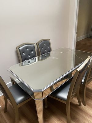 Glass kitchen table for Sale in Queens, NY