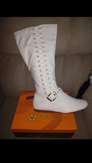 Lace Up SEXY White Zipper boots New 10 9 8.5 or 8 - RUBBER BOTTOM SOLES, COMFY for Sale in Manchester, NH