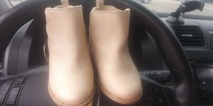 Crazy 8 Cream toddler girl SIZE 7 boots for Sale in Tampa, FL