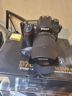 Nikon DSLR D7000 and Flash SB700 for Sale in New York,  NY
