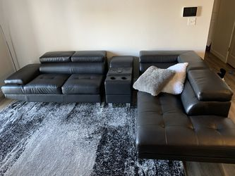 Sectional leather sofa for Sale in Herriman,  UT