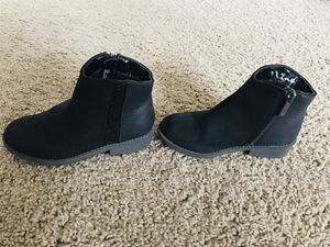 MOVING SALE: Stylish size 12 girls kids ankle length winter boots for Sale in Frisco, TX