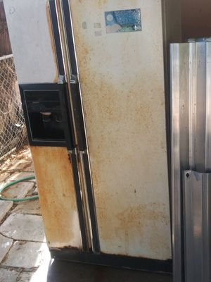Washer/Dryer/Fridge/Table for Sale in Miami, FL