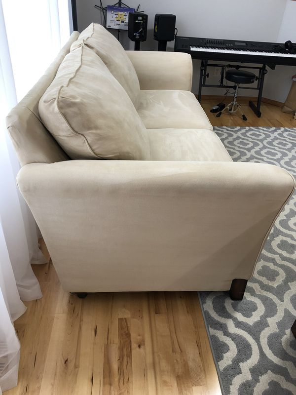 2 piece leaving room set . Couch and Chair.