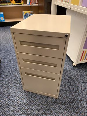 Tan Office 3 Drawer Filing Cabinet for Sale in Virginia Beach, VA