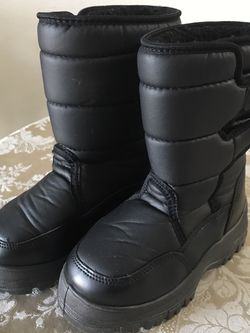 Kids Snow Boots Size 1 for Sale in Vancouver,  WA