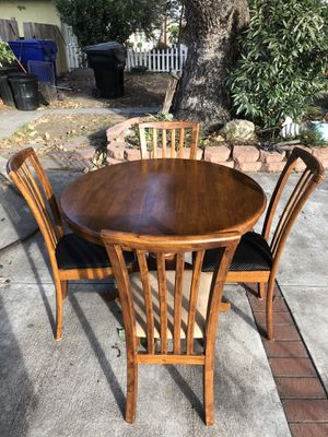 Wooden Round Dining room table with four chairs for Sale in Arcadia, CA