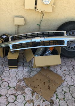 CHEVY TAHOE GRILL ORIGINAL FROM 2002 Model for Sale in West Palm Beach,  FL