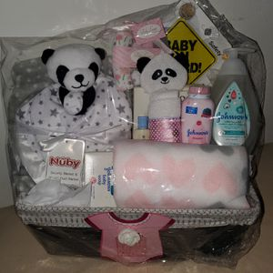 BABY SHOWER GIFT BASKET for Sale in Bell, CA