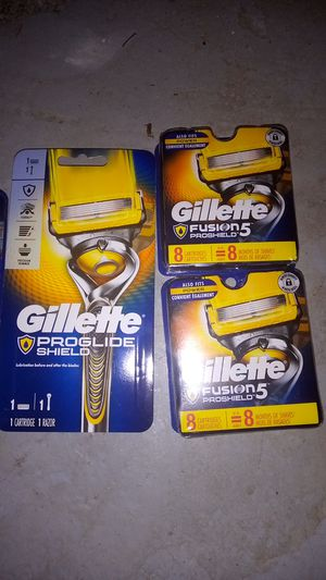 Gillette proglide shield with 16 cartridge for Sale in Falmouth, ME