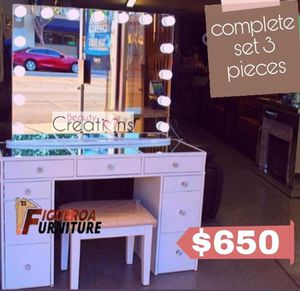 ‼️New Vanity set desk & Mirror ‼️ (3 pieces) for Sale in Whittier, CA