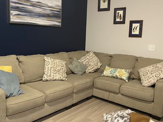 Beige 3-piece Sectional Sofa for Sale in Houston,  TX