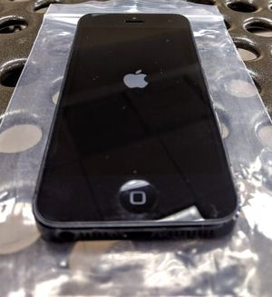 iPhone 5 Unlocked excellent condition 16GB for Sale in North Miami Beach, FL