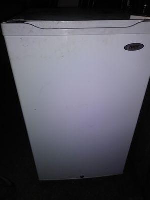 Haier 4.5-cu ft Freestanding Mini Fridge Freezer Compartment for Sale in La Habra, CA