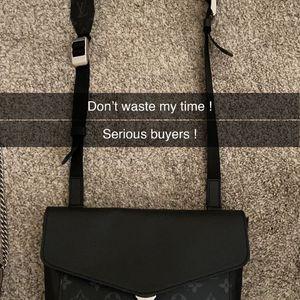 Authentic Lv Messenger Bag for Sale in Avondale, AZ