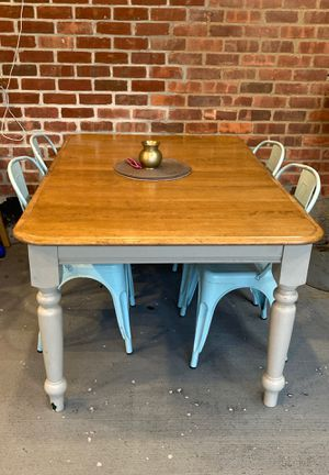 Rectangular Dining table with four chairs for Sale in Old Westbury, NY