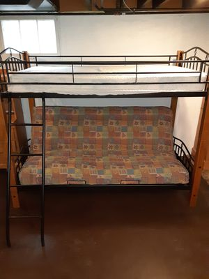 5 peice bedroom set for Sale in St. Louis, MO