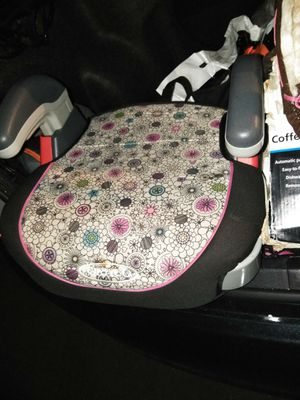 Girls booster seats. Two of the same... for Sale in Lynwood, CA