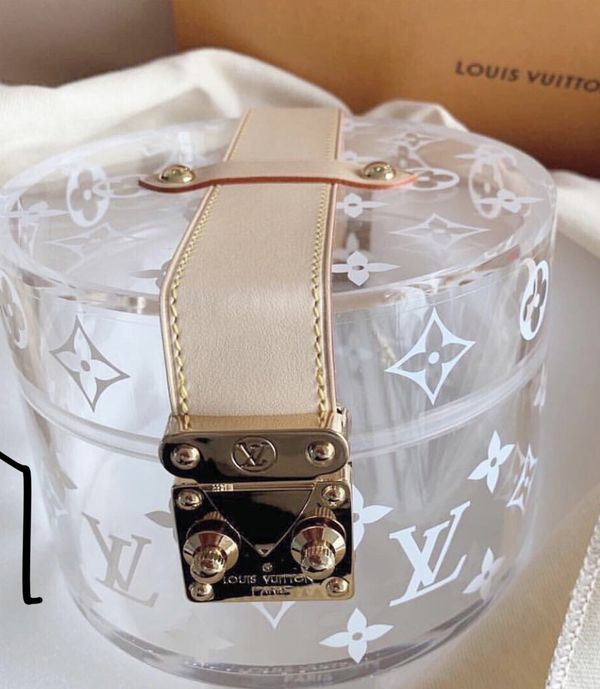 Louis Vuitton Scott box comes with box, scarf and cards