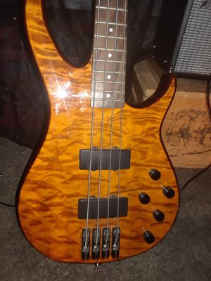 Peavey Millennium ACBXP bass guitar with Fender Champion 20 amp for Sale in Salem, OR